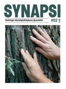 Synapsi-lehden kansa, jossa kaksi kättä puuta vasten